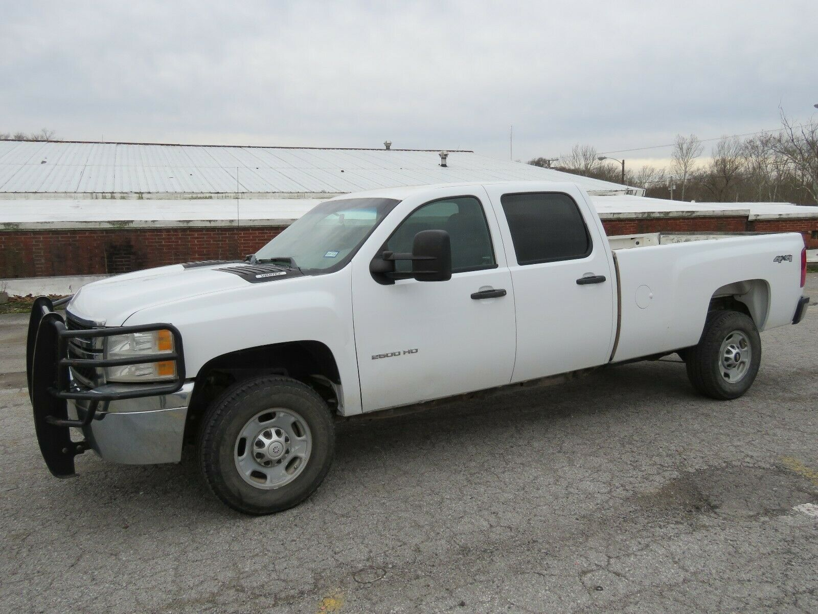 solid 2013 Chevrolet Silverado 2500 lifted