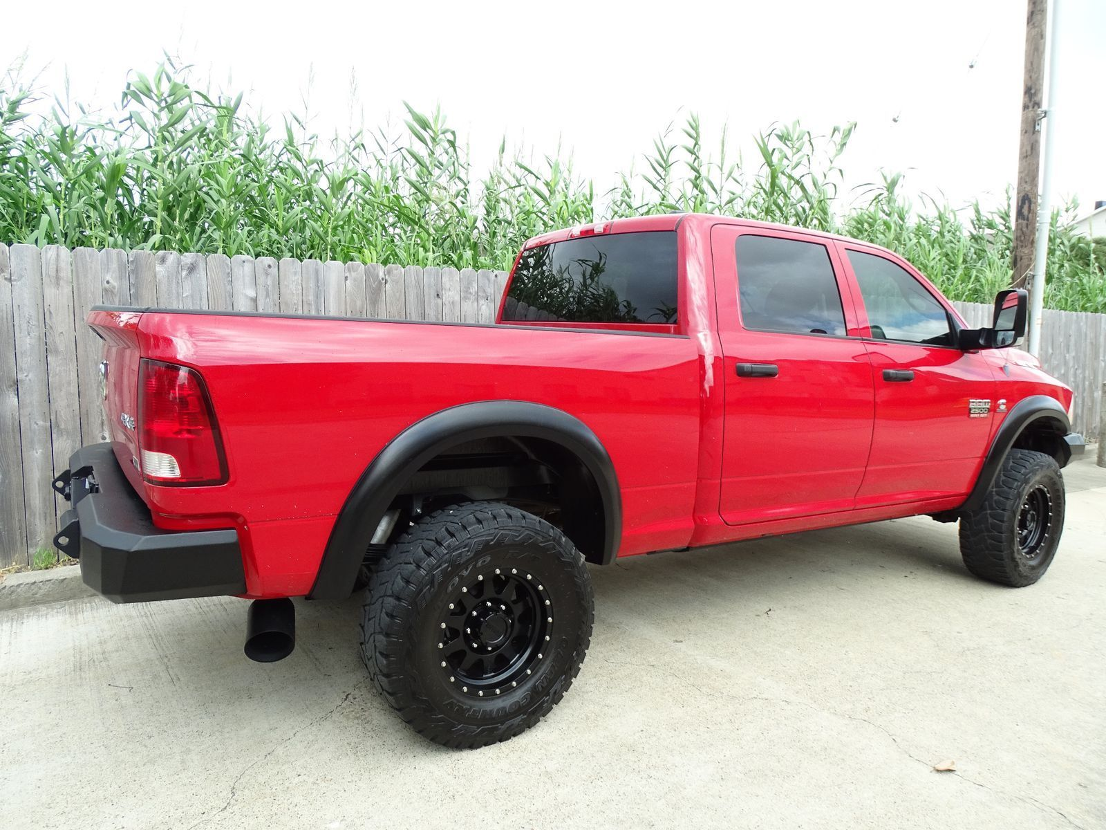 well equipped 2012 Dodge Ram 2500 ST pickup lifted