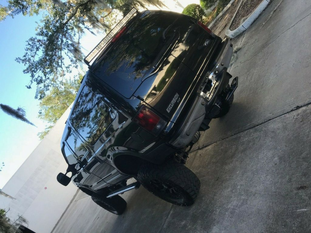 Loaded 2005 Ford Excursion XLT lifted
