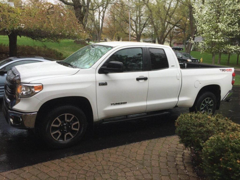 low mileage 2015 Toyota Tundra SR5 pickup lifted