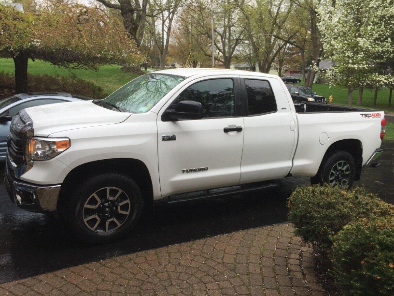 low mileage 2015 Toyota Tundra SR5 pickup lifted