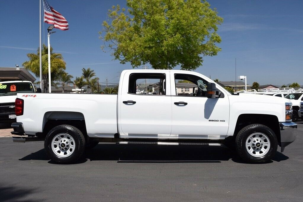 low miles 2016 Chevrolet Silverado 2500 HD lifted
