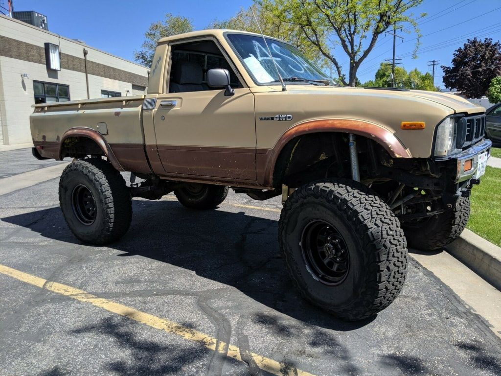 nicely upgraded 1979 Toyota SR5 Pickup lifted