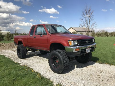 very nice 1994 Toyota Hilux Pickup lifted for sale