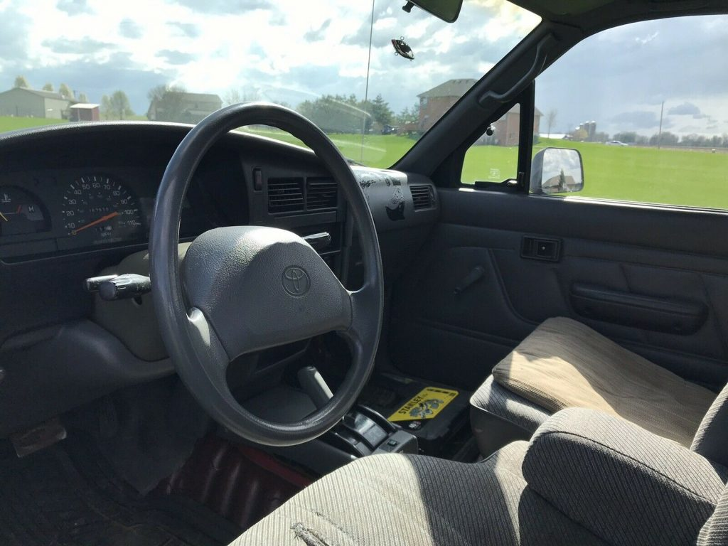 very nice 1994 Toyota Hilux Pickup lifted