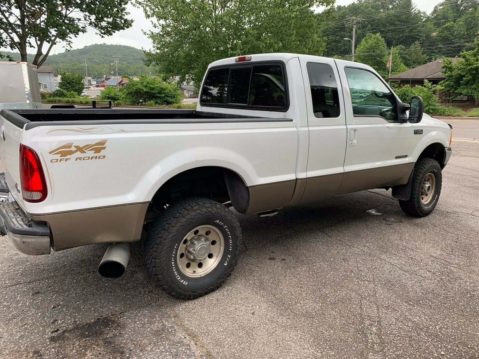 well cared for 2000 Ford F 250 XLT pickup lifted