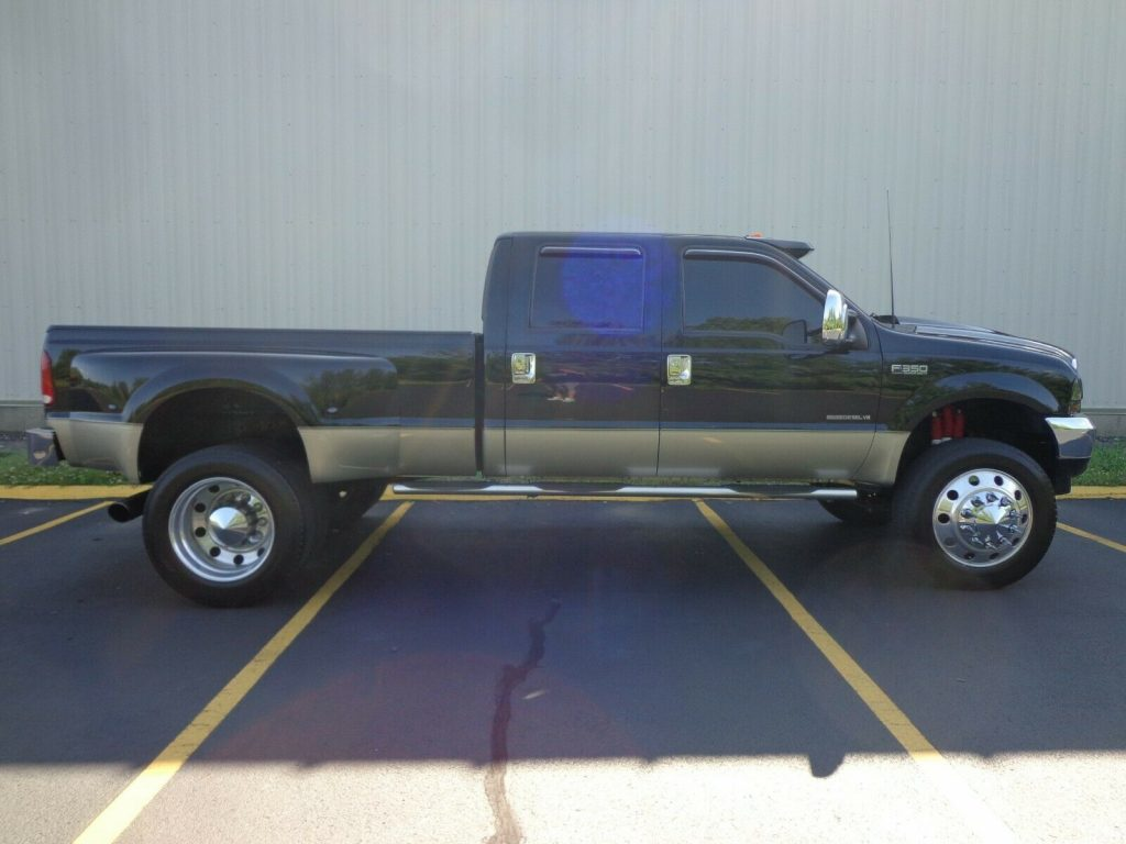 needs nothing 2001 Ford F 350 LARIAT lifted