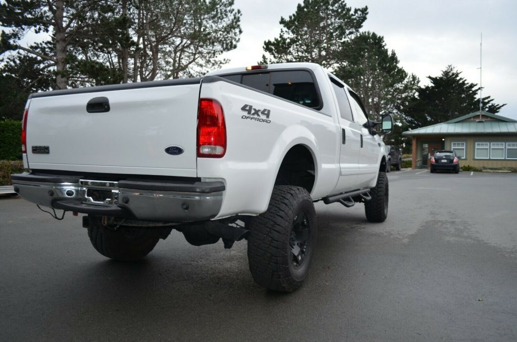 well equipped 2002 Ford F 350 Lariat lifted
