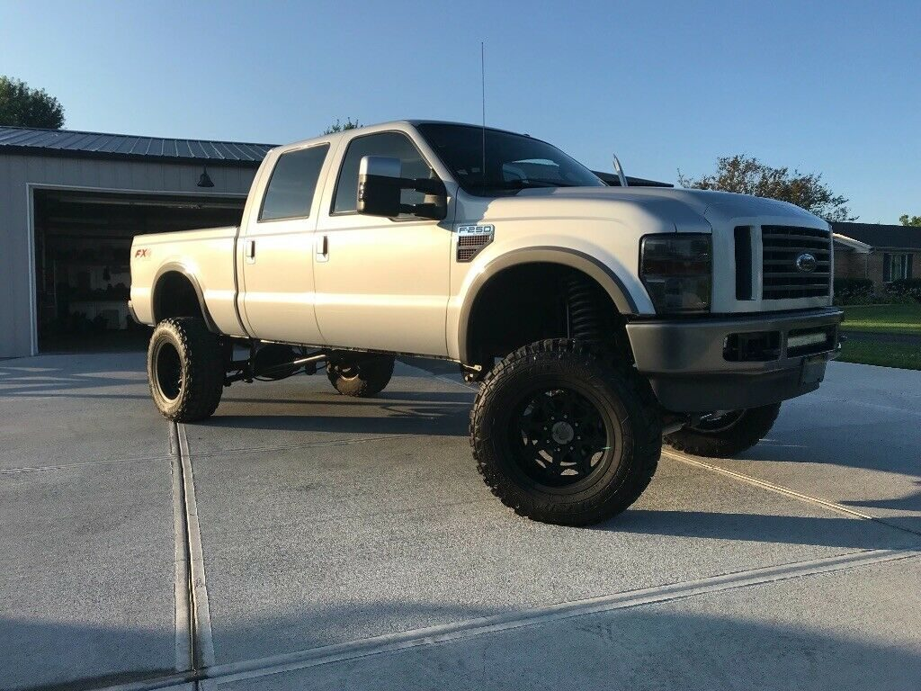 very nice 2008 Ford F 250 FX4 pickup lifted