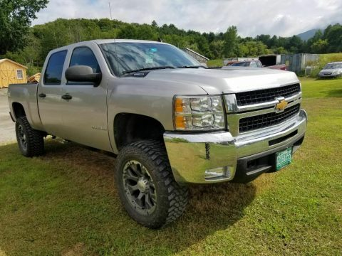 well maintained 2007 Chevrolet Silverado 2500 lifted for sale