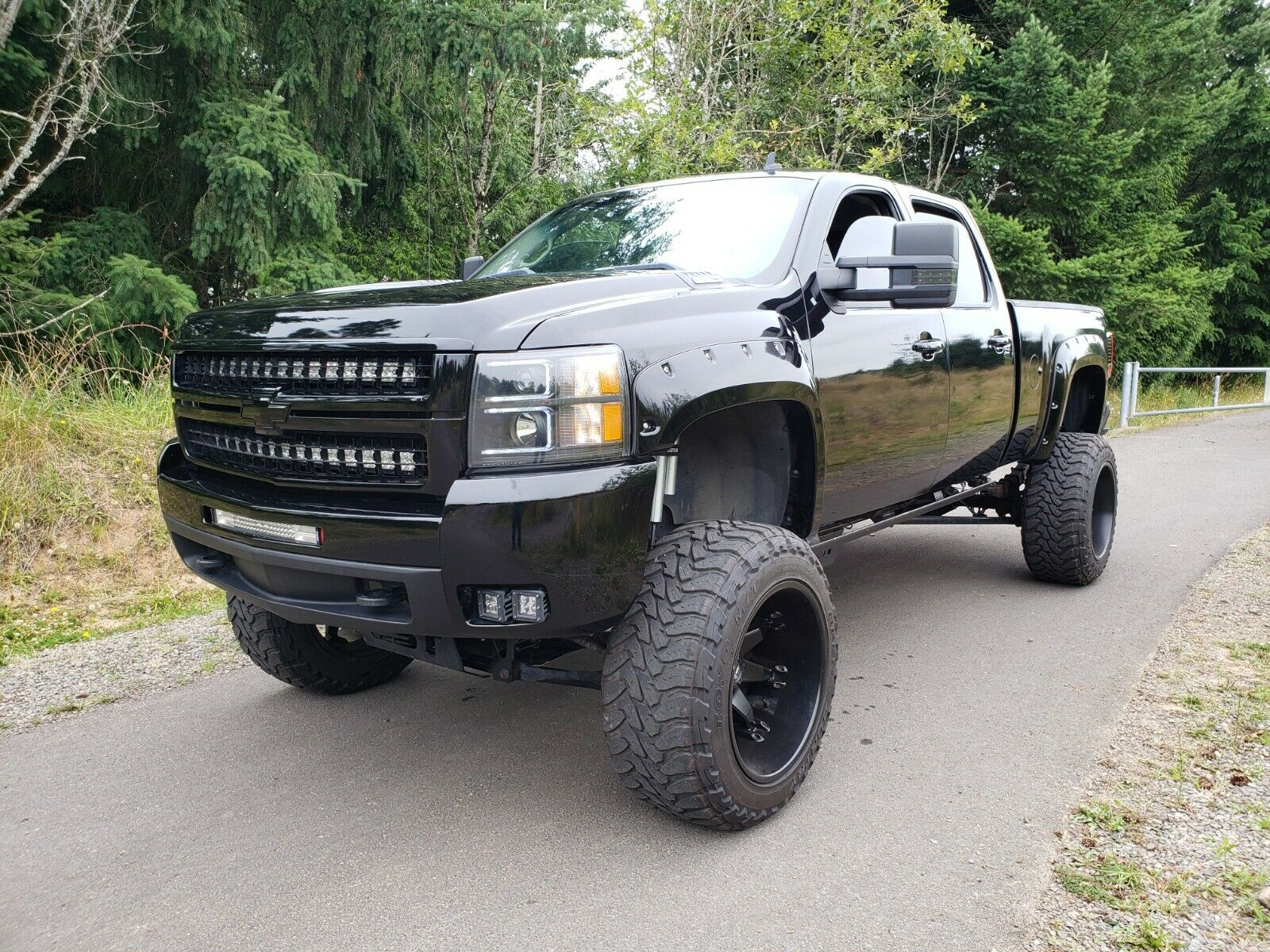 well modified 2007 Chevrolet Silverado 2500 HD LT Z71 lifted
