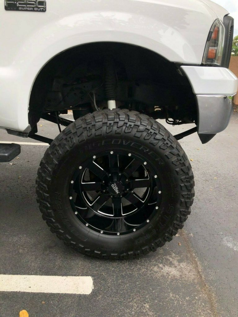 brand new parts 2004 Ford F 250 XLT lifted