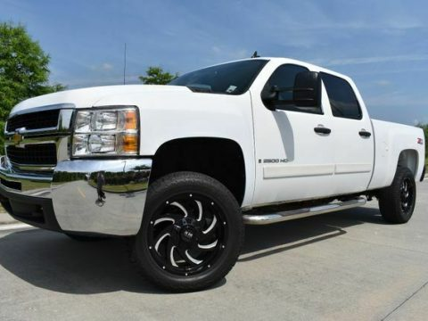 very clean 2008 Chevrolet Silverado 2500 LT w/1LT lifted for sale