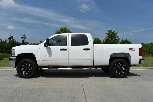 very clean 2008 Chevrolet Silverado 2500 LT w/1LT lifted