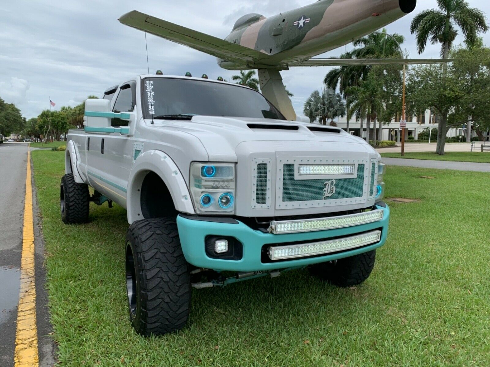 well modified 2008 Ford F 350 FX4 pickup lifted for sale