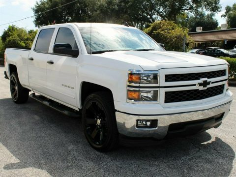 very nice 2015 Chevrolet Silverado 1500 LT lifted for sale