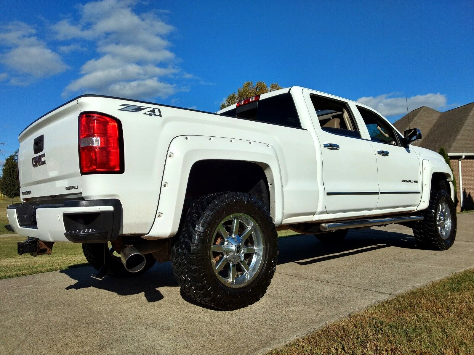 well equipped 2015 GMC Sierra 2500 Denali HD lifted