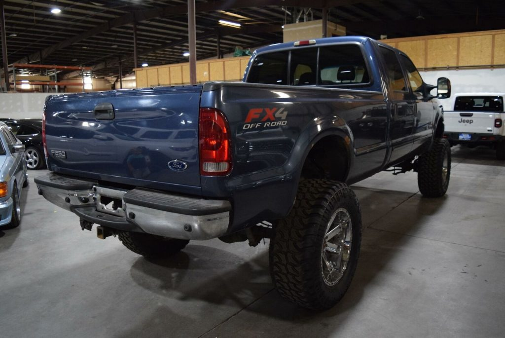 very nice 2004 Ford F 250 Lariat lifted