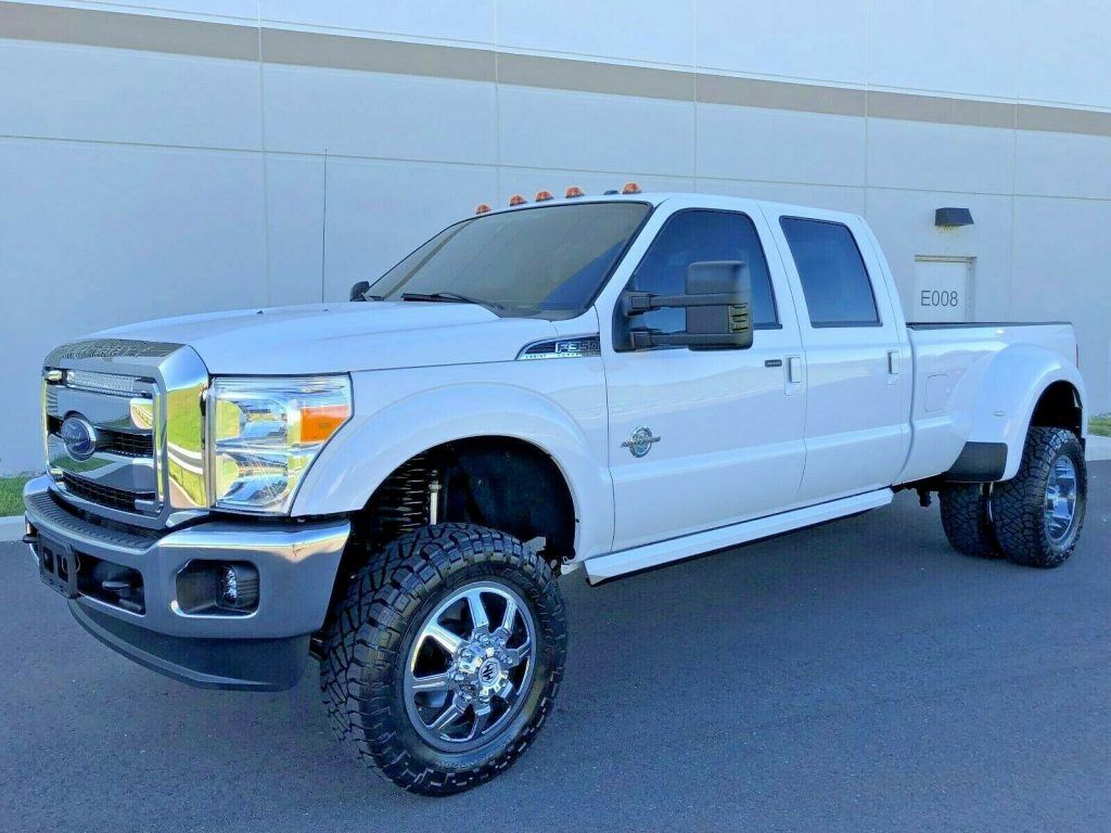 well optioned 2016 Ford F 350 LARIAT lifted