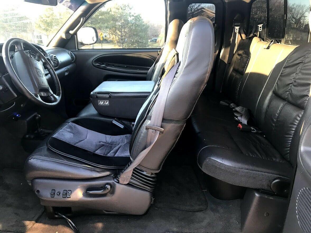 great shape 2001 Dodge Ram 1500 SLT lifted