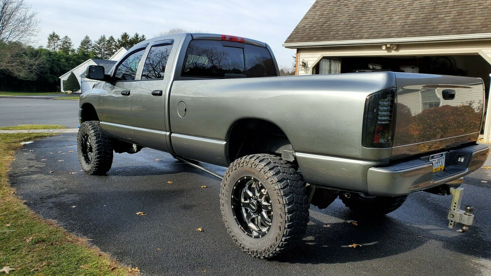 well optioned 2005 Dodge Ram 2500 slt lifted