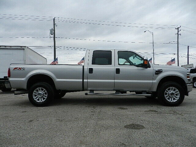 very nice 2010 Ford F 350 XLT 4×4 lifted
