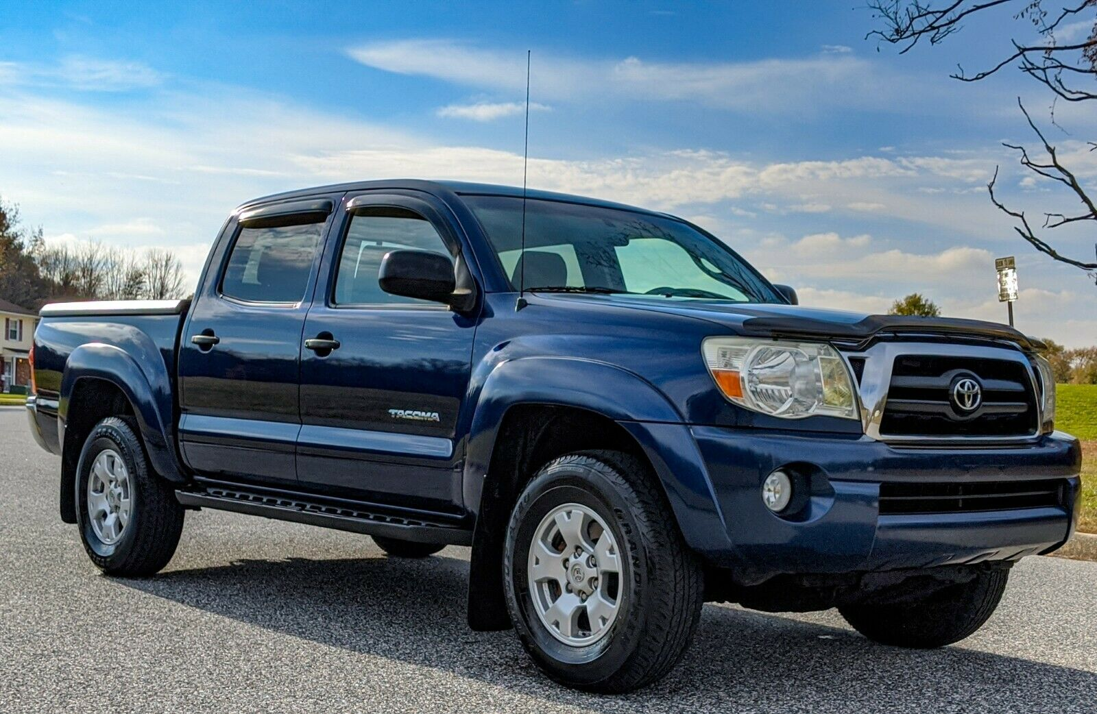well maintained 2006 Toyota Tacoma lifted for sale