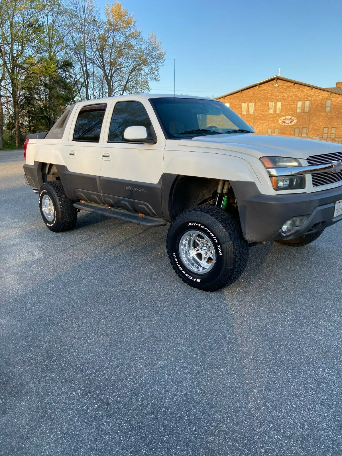 great shape 2003 Chevrolet Avalanche K1500 lifted for sale