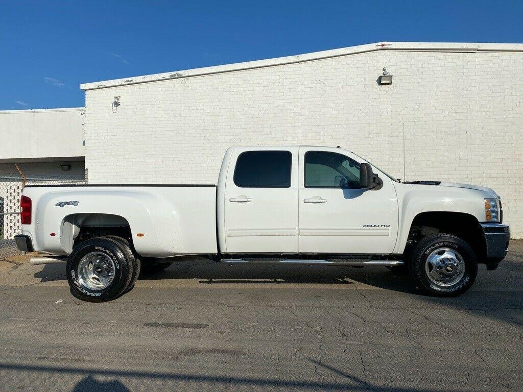 loaded 2014 Chevrolet Silverado 3500 LTZ lifted
