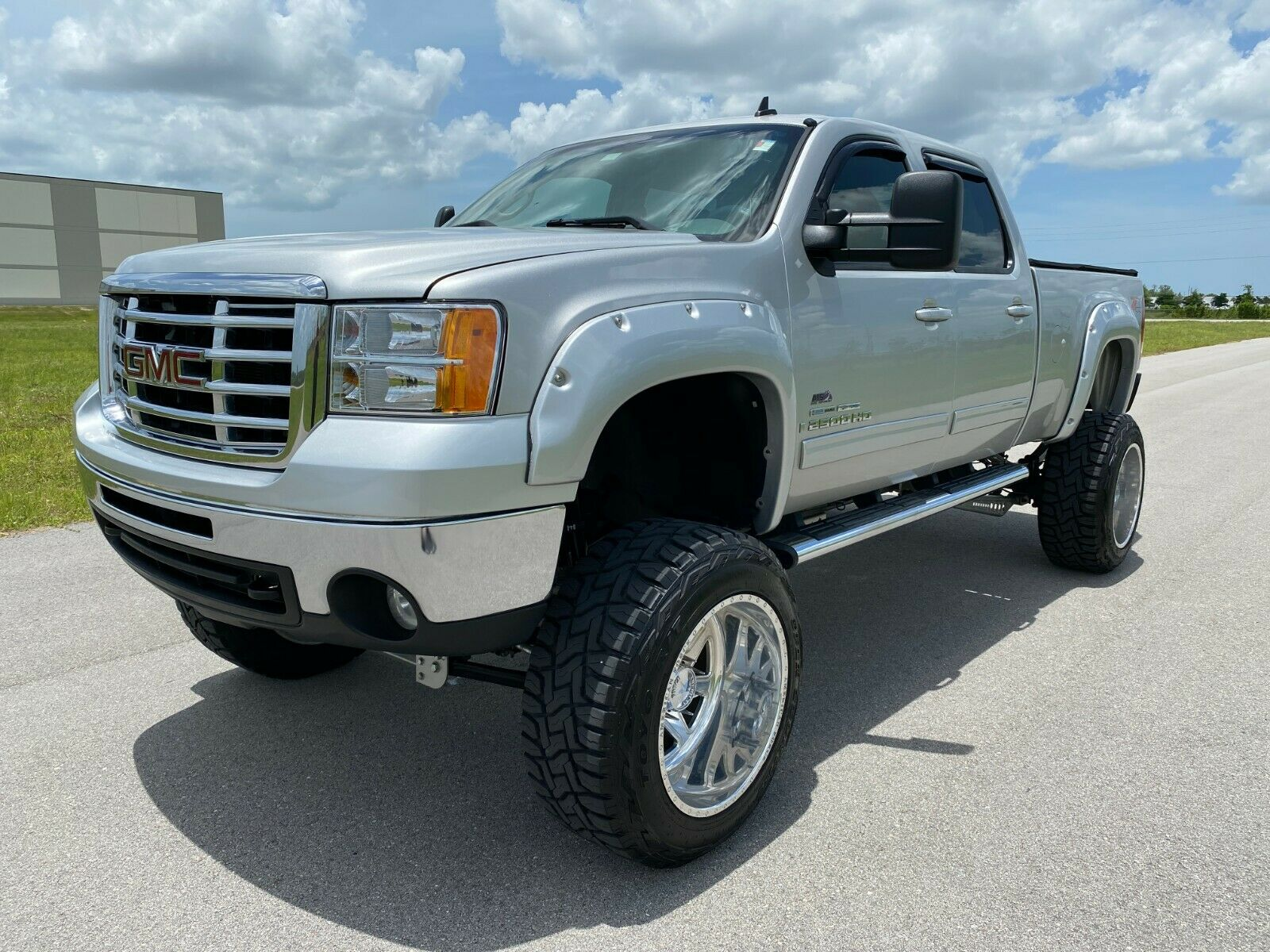 stunning 2008 GMC Sierra 2500 lifted for sale